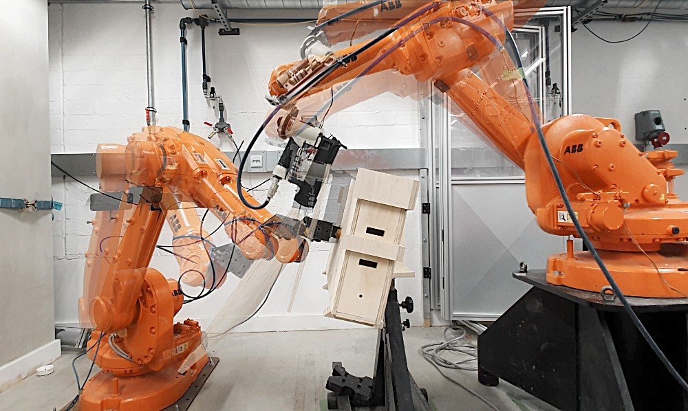 Industrieroboter produzieren die Holzbausteine vollautomatisch. Abbildung: Studio Naaro, AUAR