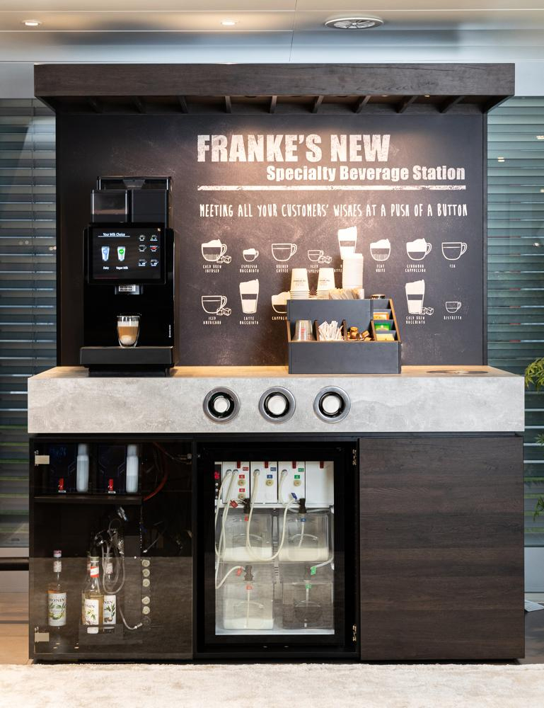 Die Franke-Specialty-Beverage-Station ermöglicht Getränkekreationen mit zwei verschiedenen, reinen Milchsorten. Abbildung: Franke