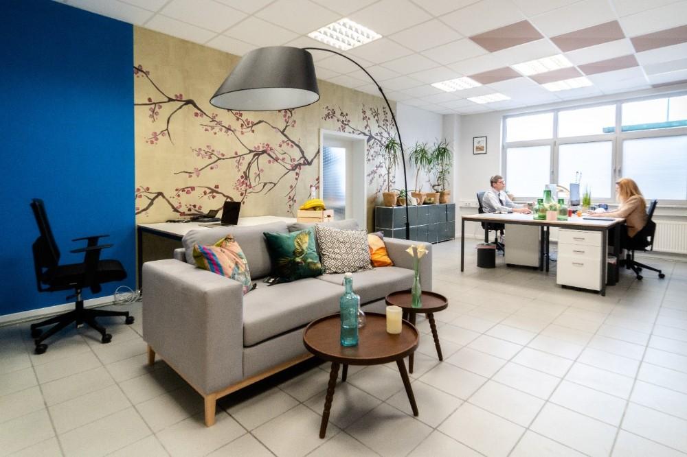 Planung, Lieferung und Aufbau – alles aus einer Hand. Abbildung: Lyght Living Furniture Leasing