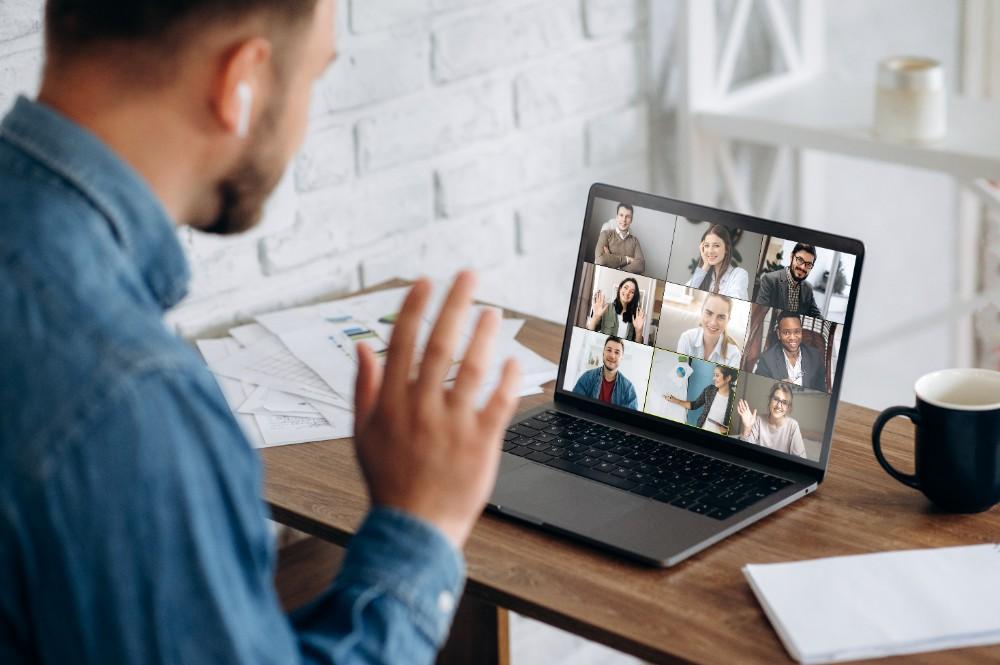 Im Lockdown ist es wichtig virtuell mit Freunden und Familie in Verbindung zu bleiben.
