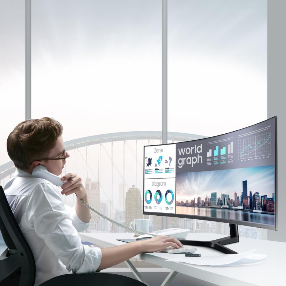 Viel Platz auf dem Bildschirm ermöglicht eine effizientere Wissensarbeit. Abbildung: Samsung