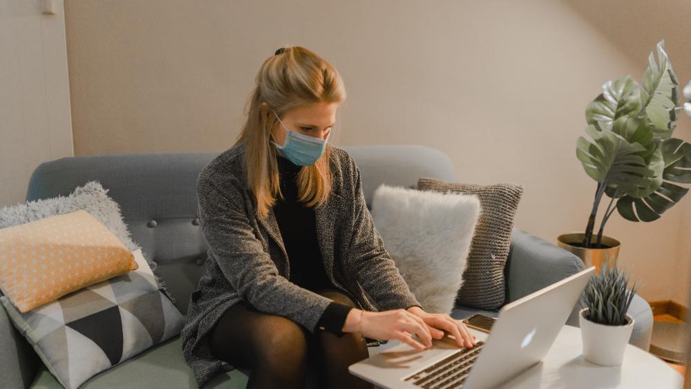 Ab 12. April gilt in mehreren Bundesländern eine erweiterte Maskenpflicht im Homeoffice. Abbildung: Maxime/Unsplash