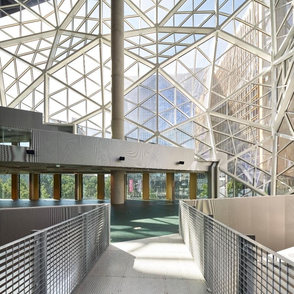 Eine Architektur, die Magnet für Begegnung und Kommunikation sein soll. Abbildung: Nils Koenning, Axel Springer, OMA