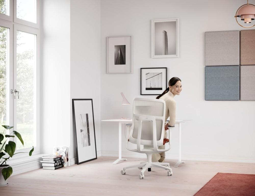 3D-beweglicher Bürostuhl AT: Weil zu Hause der Bewegungsraum ausschließlich auf die Bedienung von Tastatur und Maus reduziert ist, spielt hier das gesunde, dynamische Sitzen eine noch wichtigere Rolle als im Büro. Abbildung: Wilkhahn