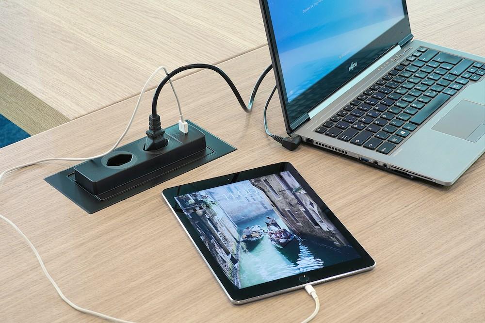 Der EVOline-BackFlip – elegant abgestimmt auf das Innenraumkonzept. Abbildung: Schulte Elektrotechnik