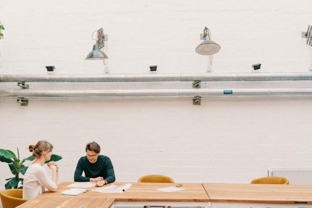 Durch flexible Arbeitsorte können Büroflächen effektiver genutzt werden. Abbildung: Seatti