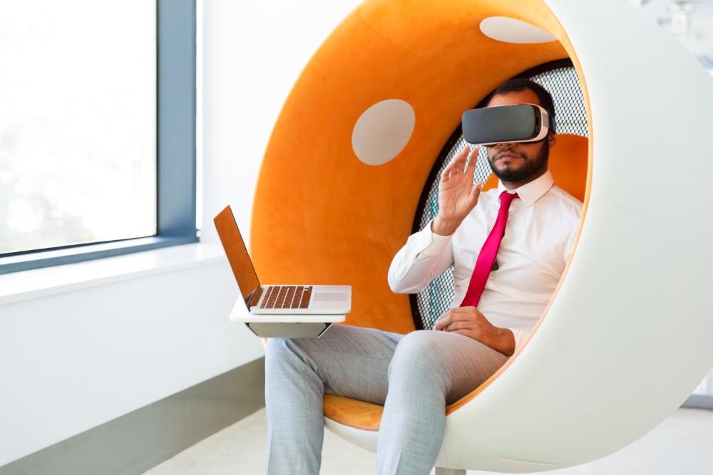 Die Zukunft des Büros wird digitaler sein als heute. Die Arbeitskultur muss mit der digitalen Transformation Schritt halten. Abbildung: pch.vector, Freepik