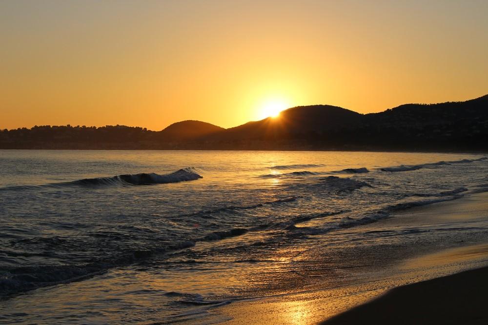 Das Meer übt auf viele Menschen eine einzigartige Faszination aus. Abbildung: Renan Brun CCO Public Domain, pixabay.com