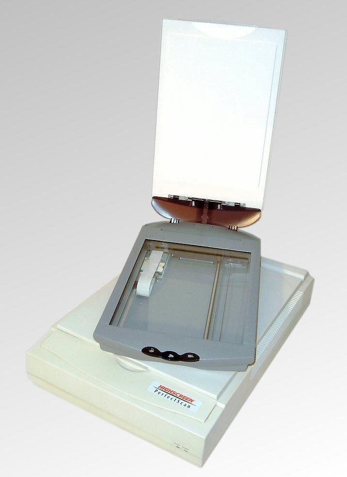 Flachbettscanner eroberten in den 1990-Jahre die Büroschreibtische. Abbildung: Nikater, Wikimedia Commons