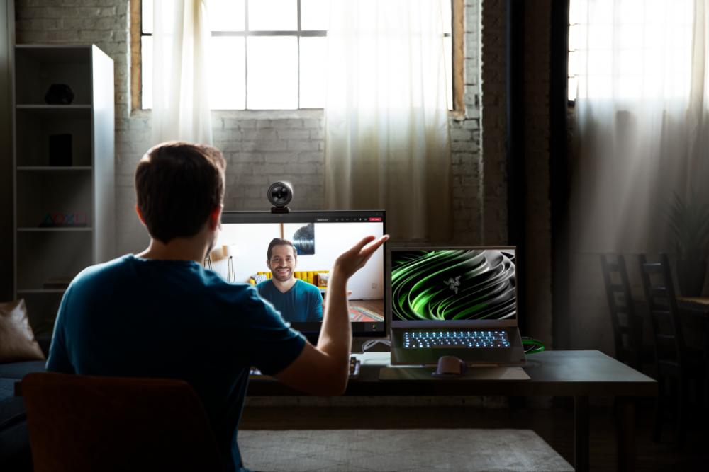 Die USB-3.0-Kamera Kiyo Pro von Razer liefert im Full-HD-Modus mit 1.080p eine Bildwiederholungsrate von 60 Bildern pro Sekunde. Das Objektiv ermöglicht Sichtfelder mit einem Winkel von 103, 90 oder 80 Grad. 209,99 Euro netto (UVP).