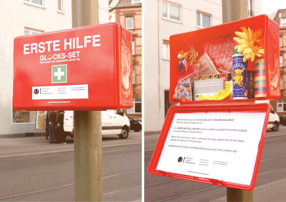 Ein Erste-Hilfe-Koffer zum Glücklichsein. Abbildung: Ministerium für Glück und Wohlbefinden
