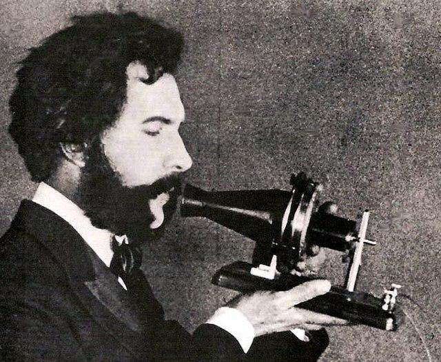 Alexander Graham Bell erhielt das Patent für das Telefon. Abbildung: Maksim/Wikimedia Commons