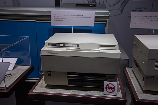 Der erste HP-LaserJet kam 1984 auf den Markt. Abbildung: Jon Kolbert, Wikimedia Commons