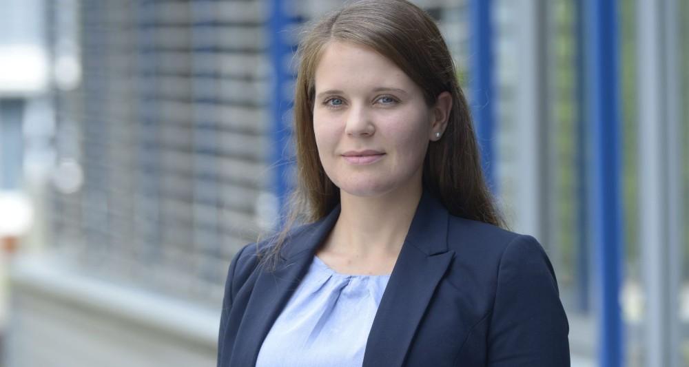 Noemi Martin leitet die interdisziplinäre Arbeitsgruppe Psychoakustik und kognitive Ergonomie des Fraunhofer-Instituts für Bauphysik IBP. Abbildung: Fraunhofer IBP