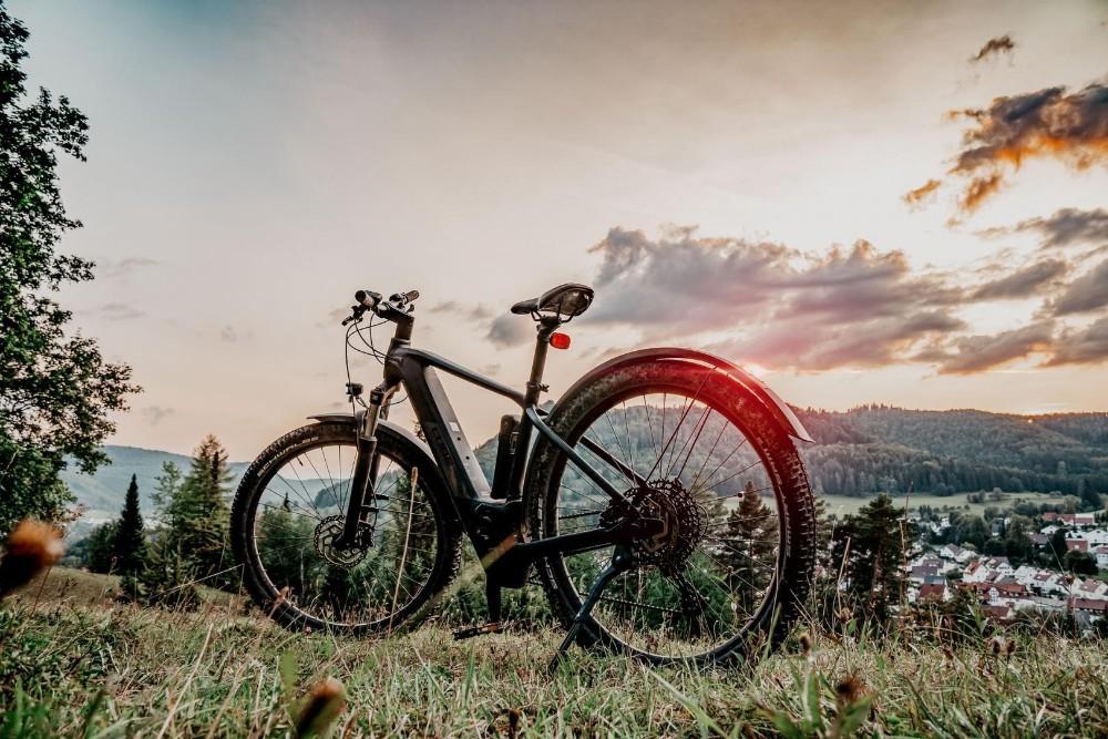 Das E-Bike kann eine umweltfreundliche Alternative zum Auto darstellen. Abbildung: Pixabay, Juergen Polle CCO Public Domain