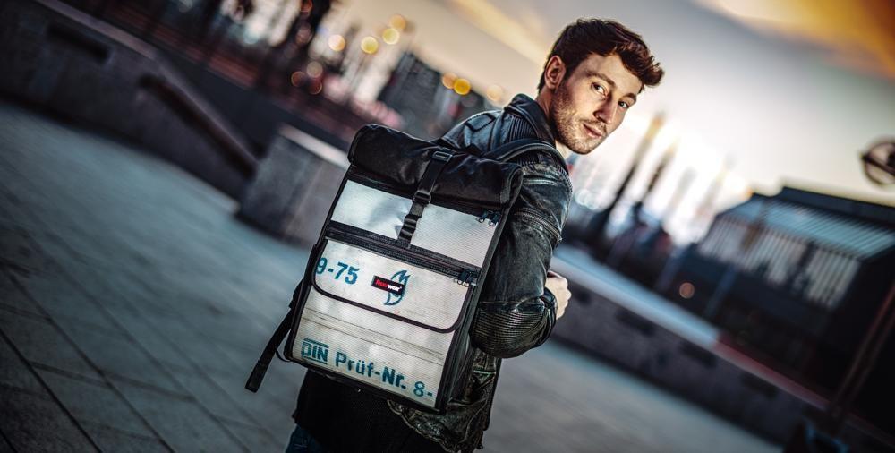 Das Volumen des Rolltop-Rucksacks Eddie lässt sich auf bis zu 23 Liter vergrößern. Abbildung: Feuerwear