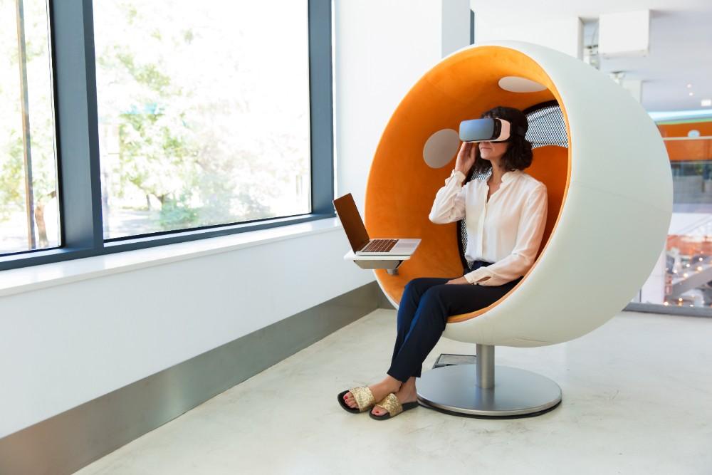 Die Kommunikation zwischen Office-Workern wird künftig verstärkt virtuell stattfinden. Abbildung: Shutterstock (Nr. 1507949690)