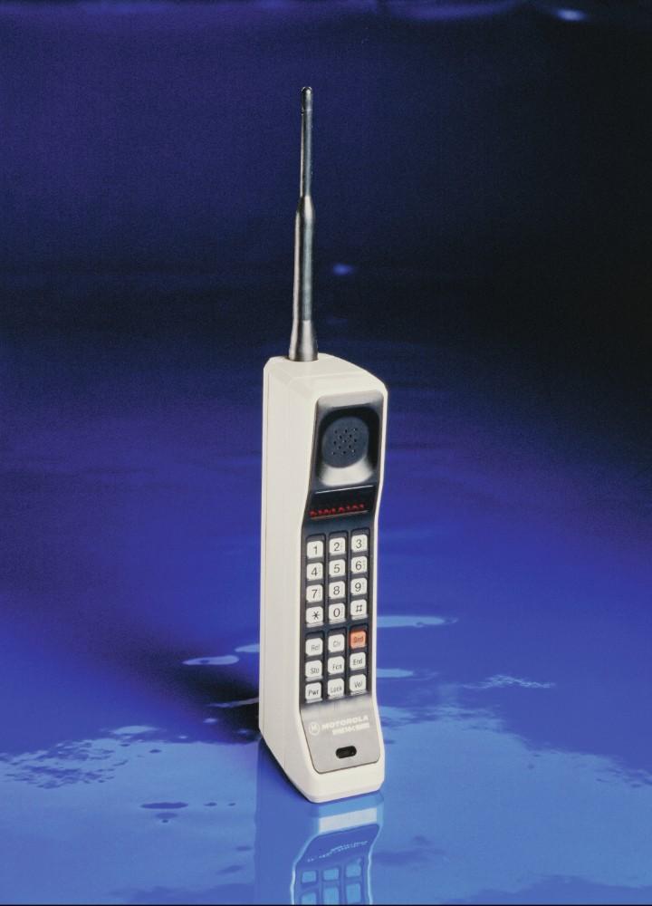 Eines der weltweit ersten kommerziellen Mobiltelefone: das Motorola DynaTAC 8000X aus dem Jahr 1983.