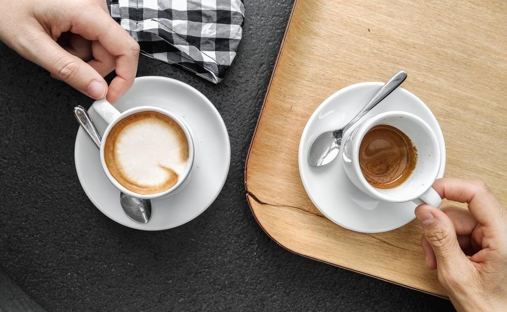Mit einem Espresso oder einer Tasse Kaffee wird die Büropause auch geschmacklich zum Highlight. Abbildung: Giulia Bertelli, Unsplash