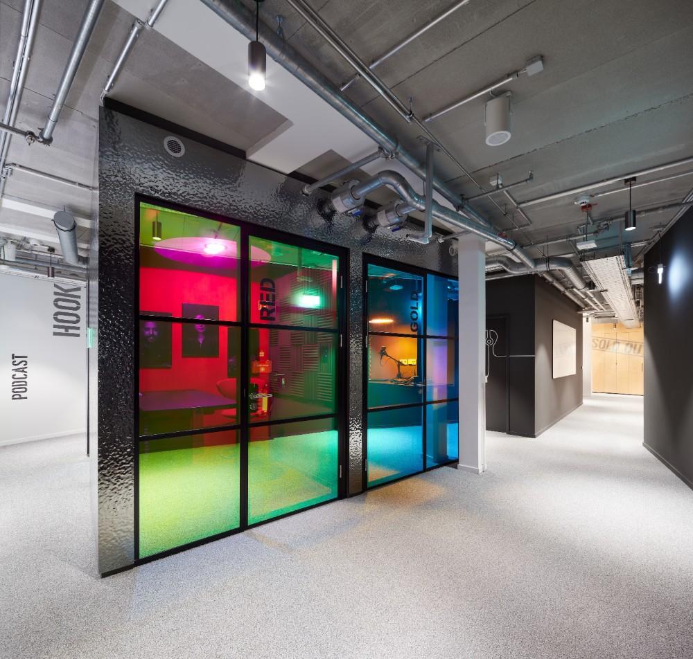 Kleinere Besprechungsräume ermöglichen den ungestörten Austausch. Abbildung: Sebastian Dörken, Max Schroeder