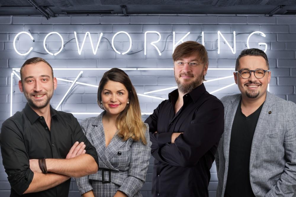 Das Team von DeskNow: Marius Jarzyna, Anca Barsan, Pavel Schwindt und Mike Lepcsik (v.l.n.r.). Abbildung DeskNow
