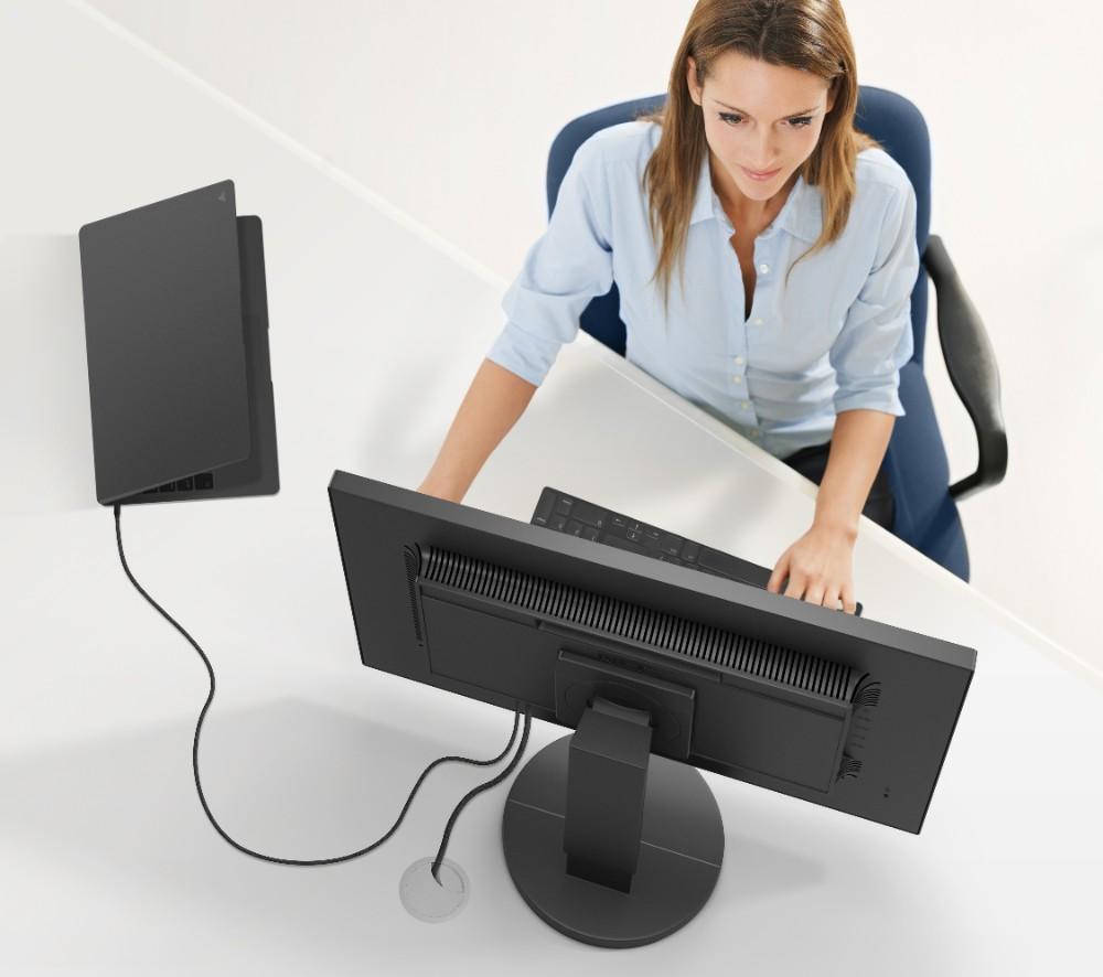 Ein Kabel für alles: USB-C-Anschlüsse reduzieren den Kabelsalat auf ein Minimum. Abbildung: Sharp NEC Display Solutions