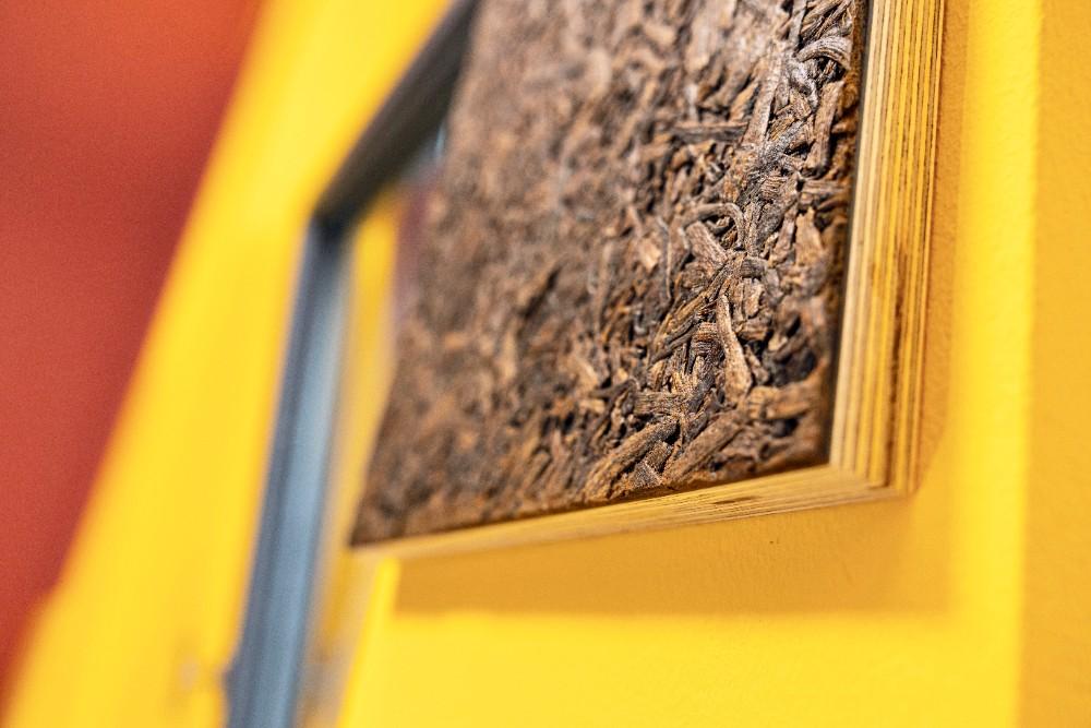 Nach Vanille duftendes Materialbild aus gepressten Vamilleschoten, des österreichischen Naturoberflächenherstellers Organoid. Abbildung: Sascha Kreklau Fotografie