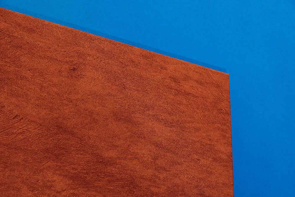 Nach Zedernholz duftendes Materialbild aus afrikanischem Baumrindenvlies aus Uganda, genannt Bark Cloth. Abbildung: Sascha Kreklau Fotografie