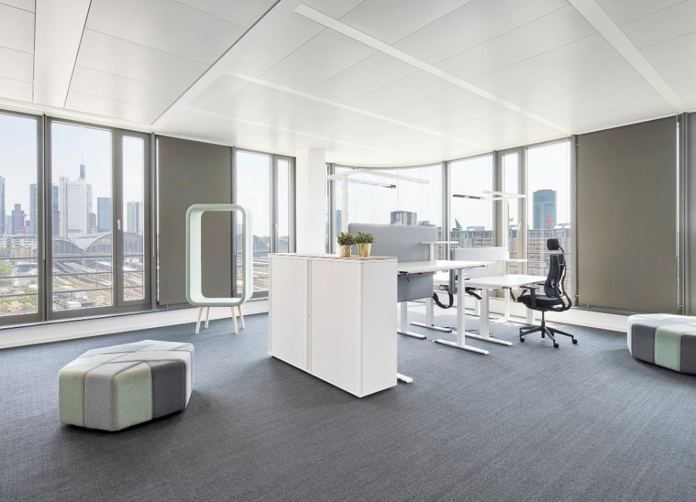 Hier können die Teams in modernen Bürolandschaften vernetzt und in einem ansprechenden Umfeld zusammenarbeiten. Abbildung: Annika Feuss