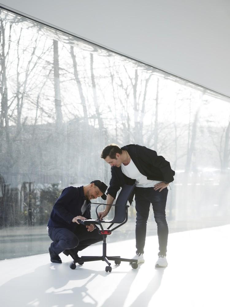 Peter Wagner, zusammen mit Designer Stefan Diez und dem D1. Abbildung: Wagner Living