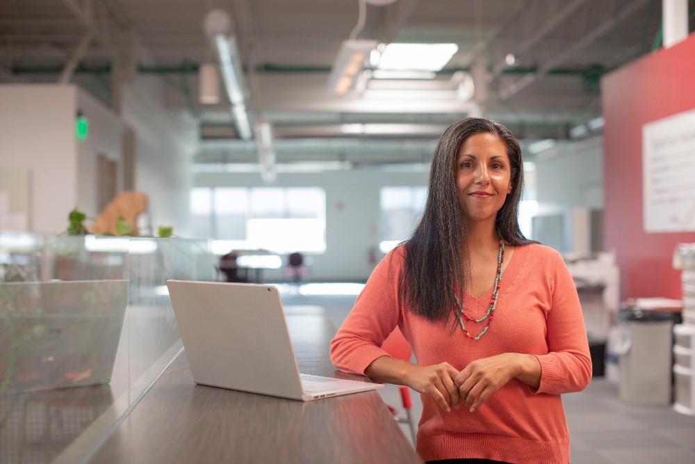 Die Büroarbeit der Zukunft wird digitaler, mobiler, flexibler, vielseitiger, und der Mensch tritt in den Mittelpunkt. Abbildung: LinkedIn Sales Navigator, Unsplash
